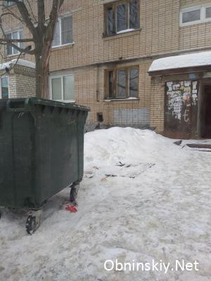 Дата фото: 10.03.2018г. Мусоропроводы заварены, появились новые пластиковые контейнеры.
