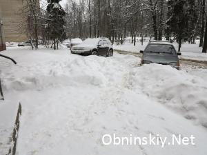 Курчатова д. 35, снег за неделю не убран