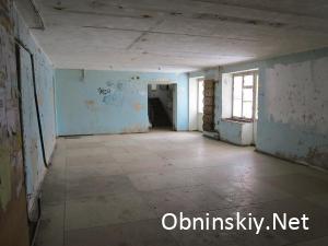 Курчатова д. 43, холл, на стенах нет нормального слоя краски