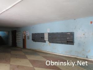Курчатова 45, слоя краски на стене частично нет