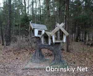 В Гурьяновском лесу сказочный домик
