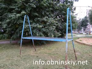 Опасные объекты на детских площадках