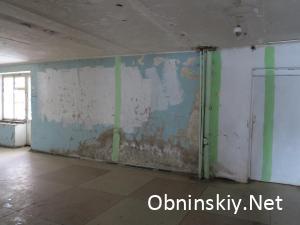 """Курчатова д. 43, холл, """"качественный"""" ремонт стен"""