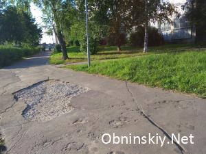 Яма на тротуаре Маркса 78 / Энгельса 36