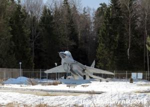 """МиГ-29, памятник-самолёт возле лагеря """"Полёт"""""""